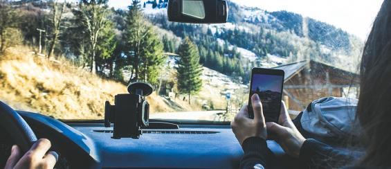 Telefoon of tablet opladen in de auto, dat doe je zo!
